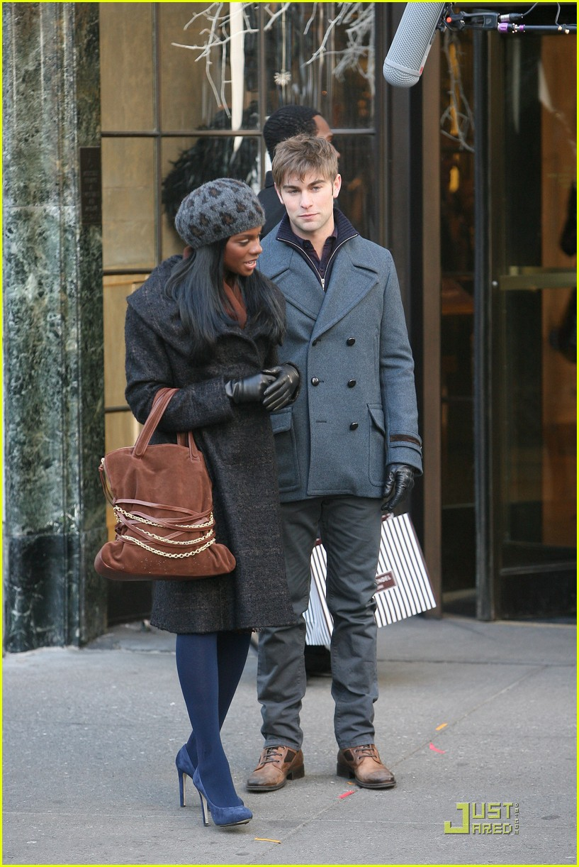 chase crawford keeps warm tika sumpter 06