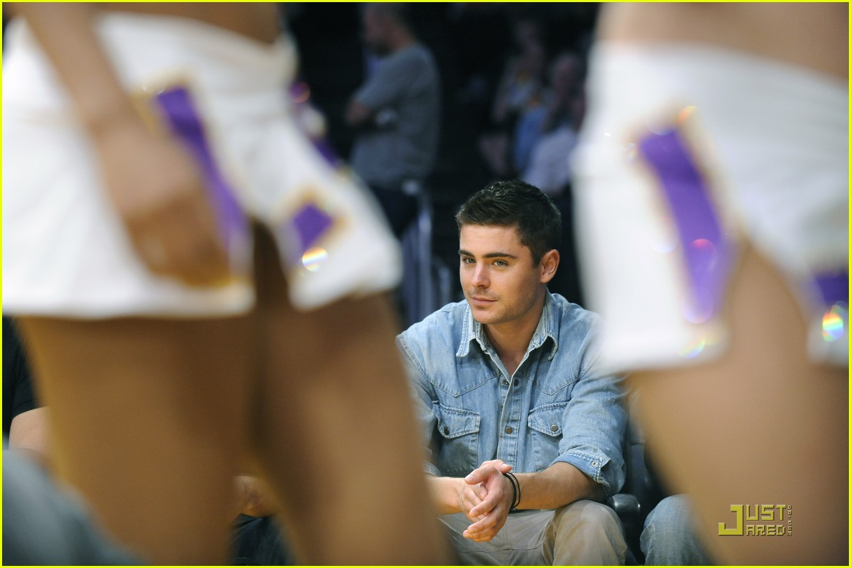 zac efron lakers game george lopez 05