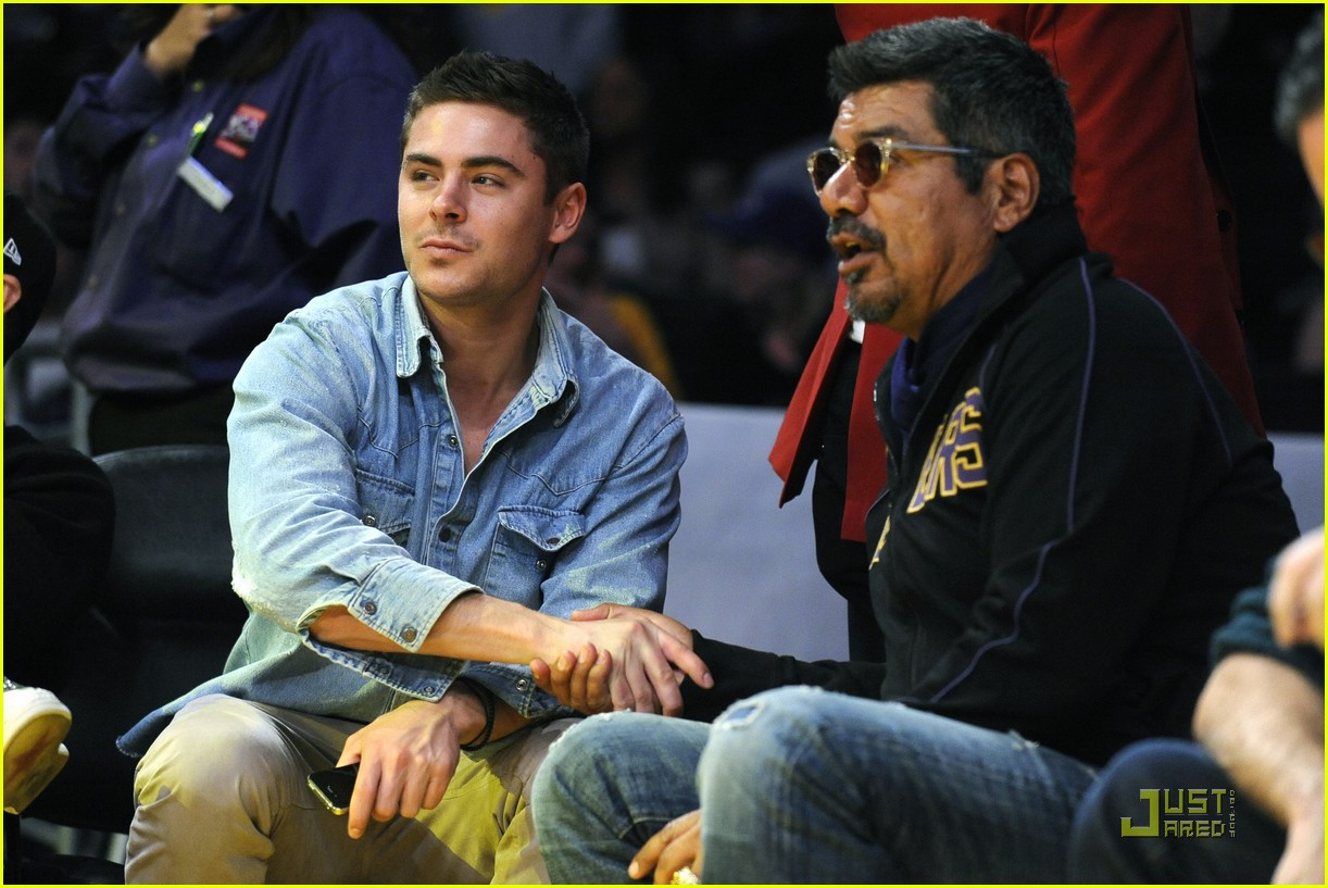 zac efron lakers game george lopez 06