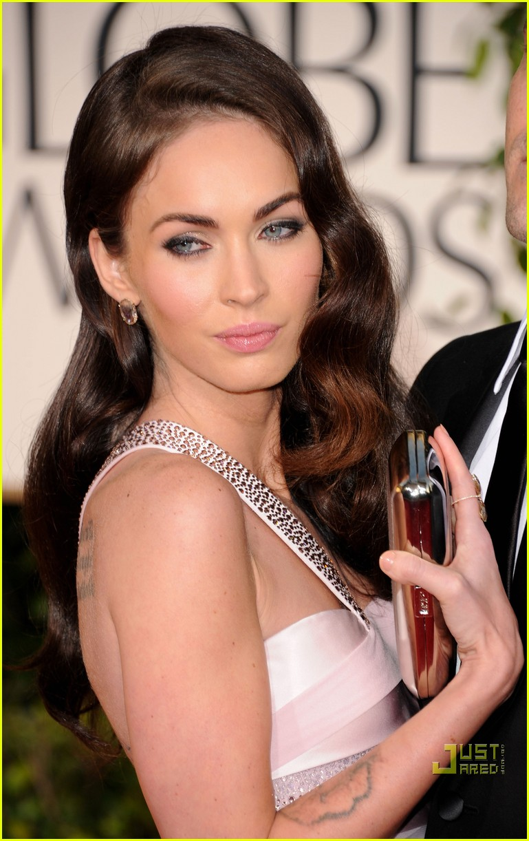 megan fox golden globes red carpet 2011 03