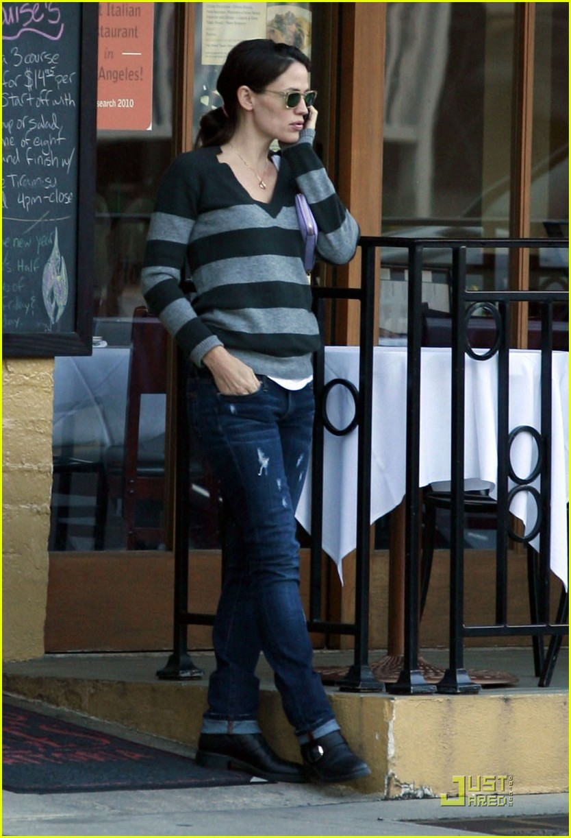 jennifer garner lunch at louises 03