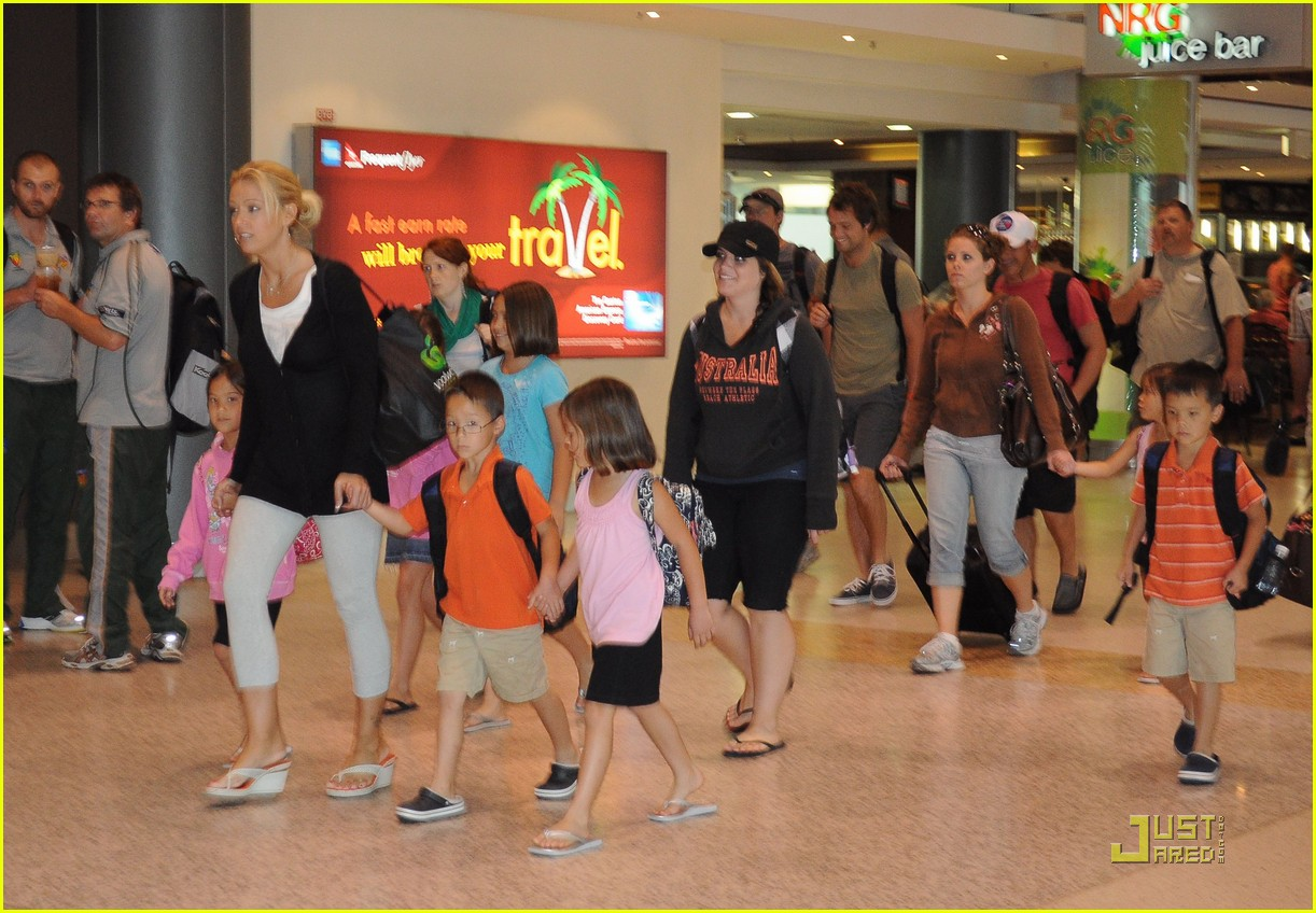 kate gosselin en route to new zealand 06