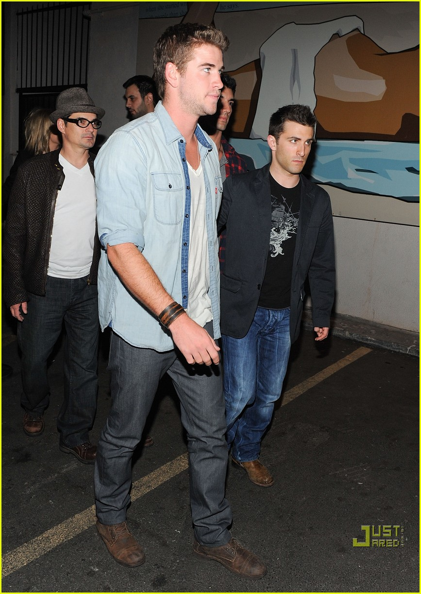 liam hemsworth birthday party 02