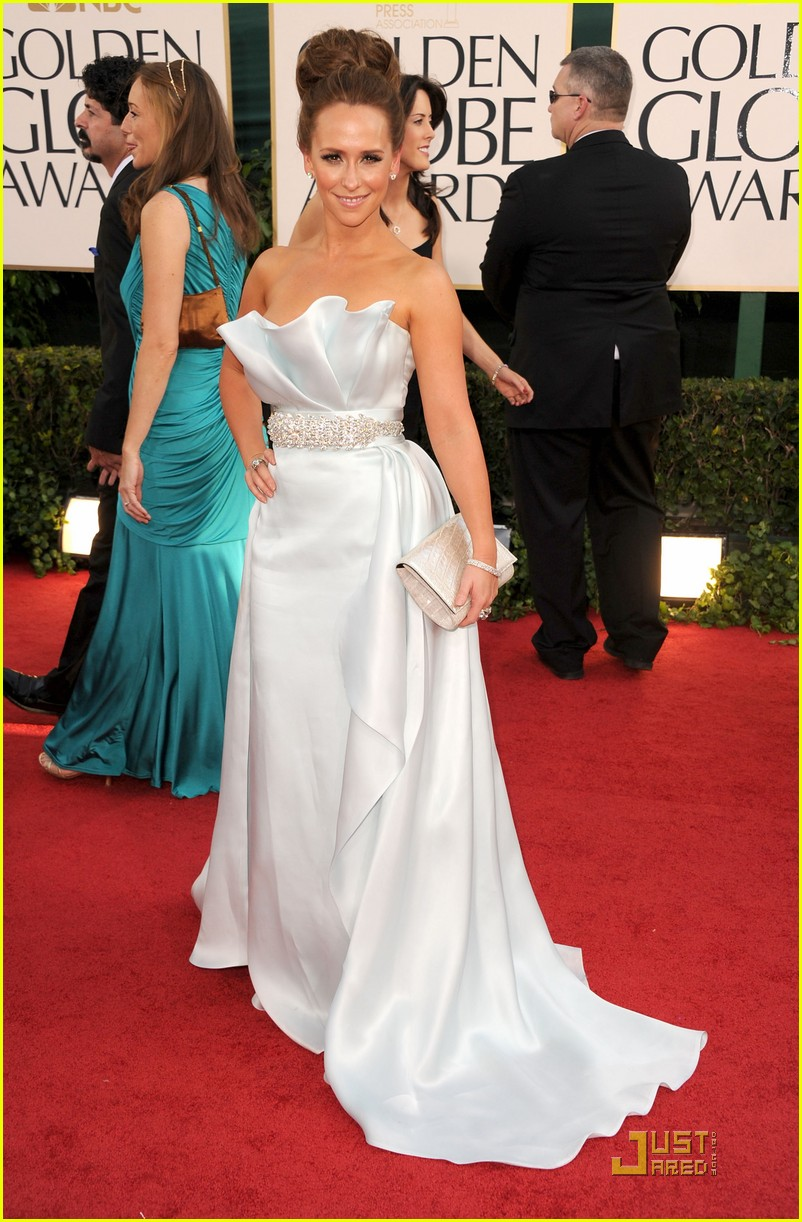 jennifer love hewitt 2011 red carpet golden globes 012512178