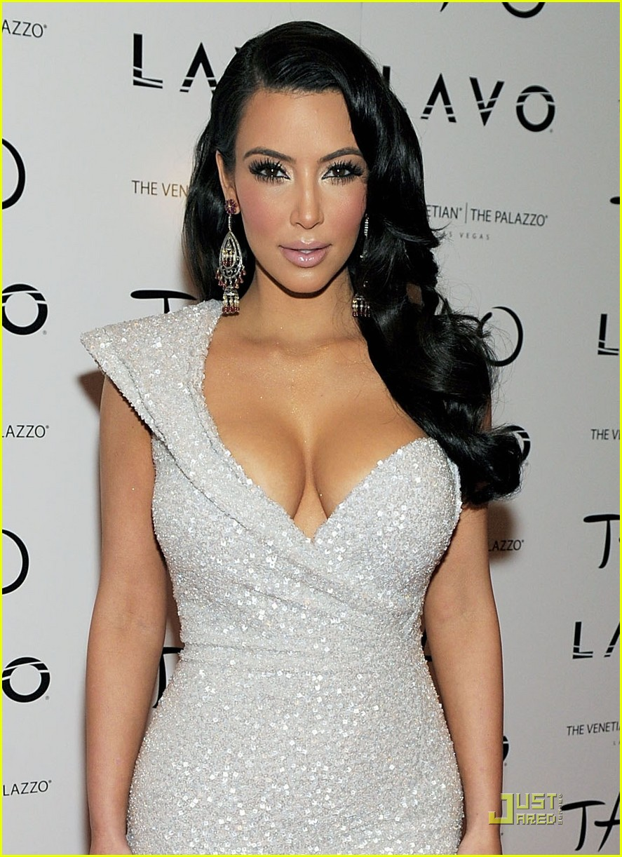 kim kardashian new years tao 03