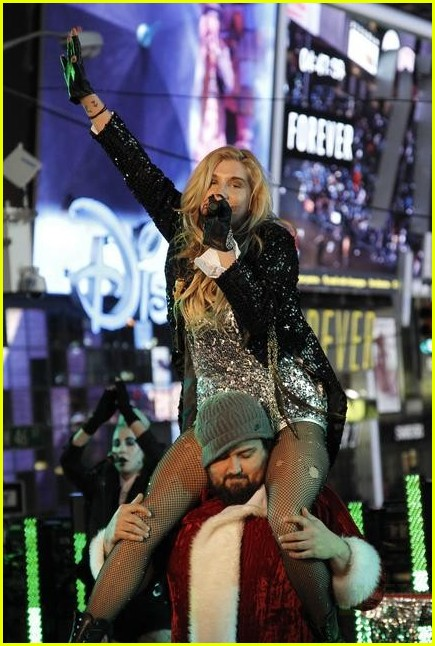 kesha new years 02