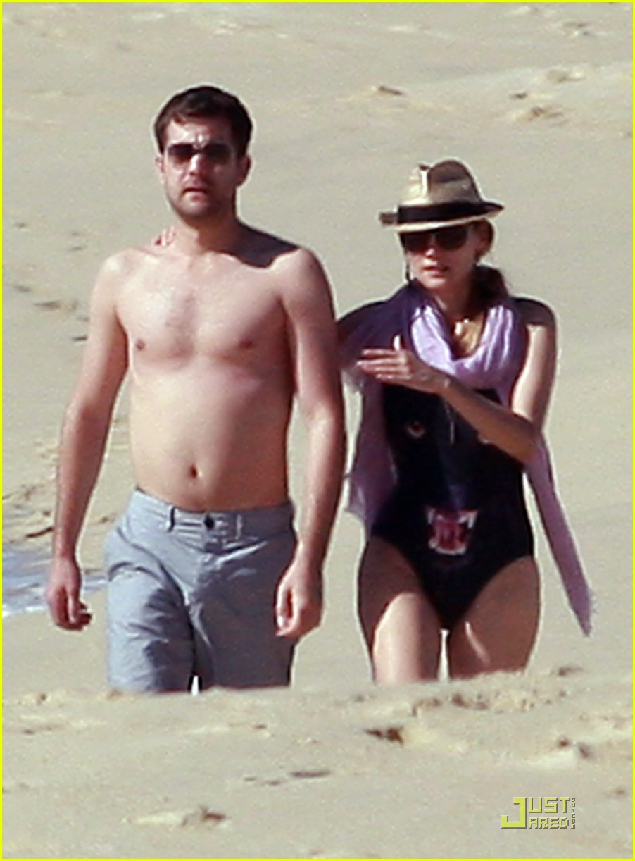 diane kruger rihanna swimsuit twins 082509771