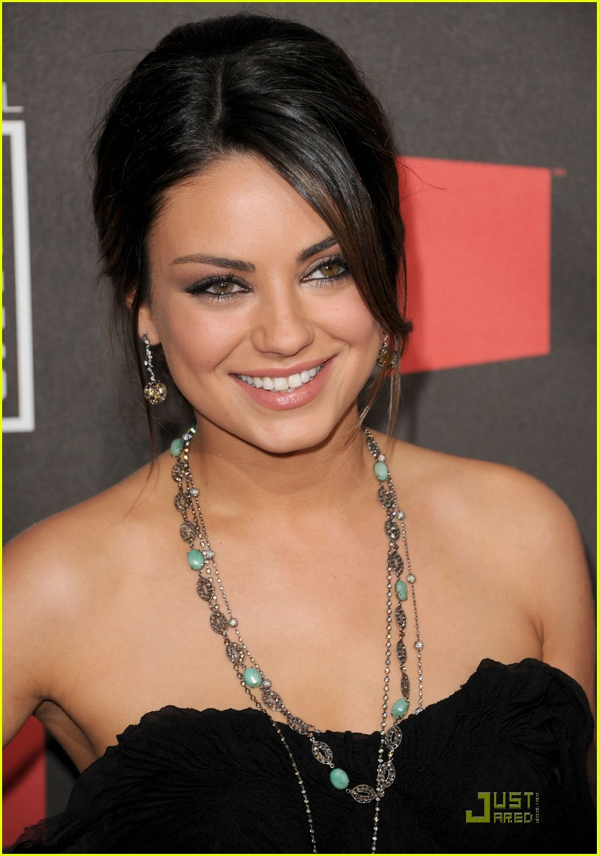 mila kunis critics choice 08