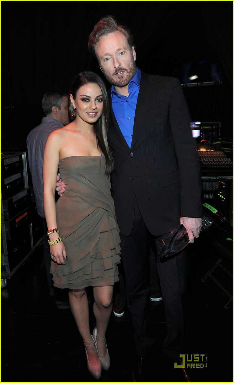 mila kunis 2011 peoples choice awards 02