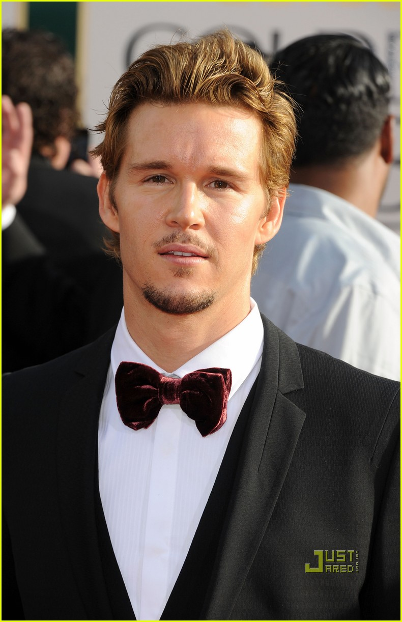 ryan kwanten 2011 golden globes red carpet 03