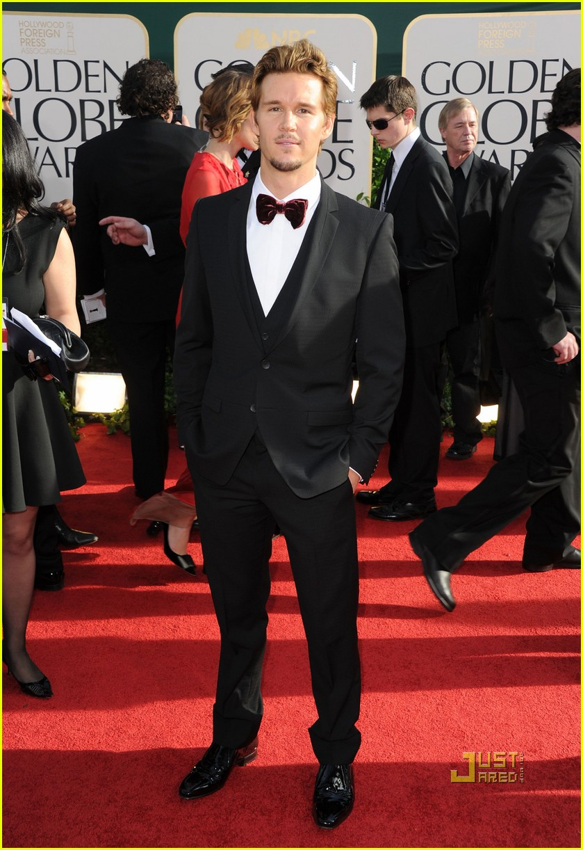 ryan kwanten 2011 golden globes red carpet 04