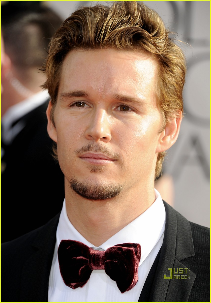 ryan kwanten 2011 golden globes red carpet 05