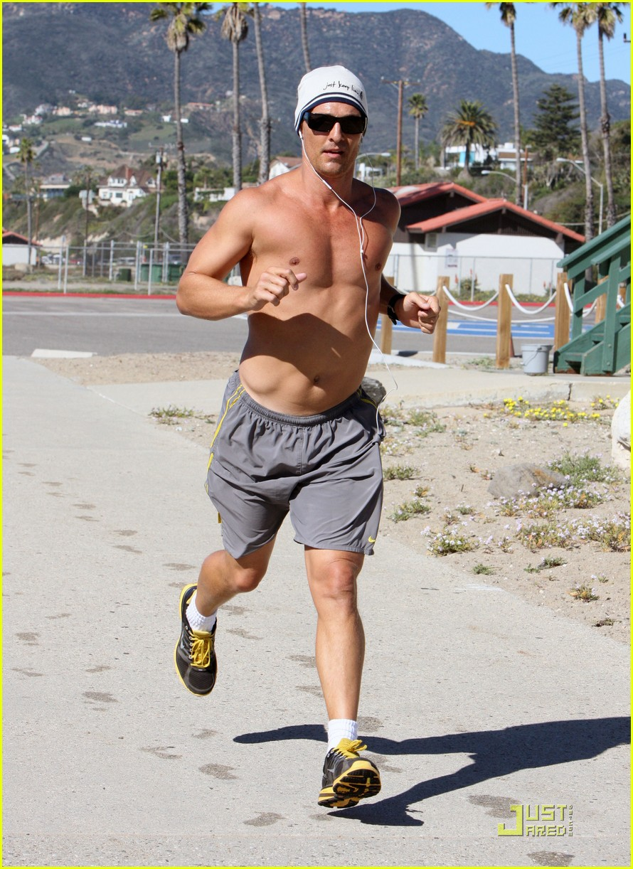 matthew mcconaughey shirtless beach run 172514040