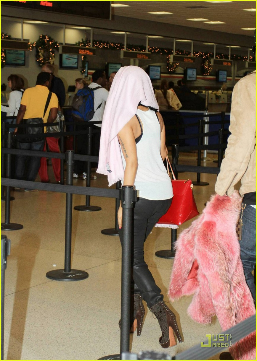 nicki minaj airport 07