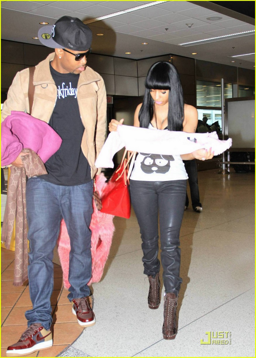 nicki minaj airport 082508076