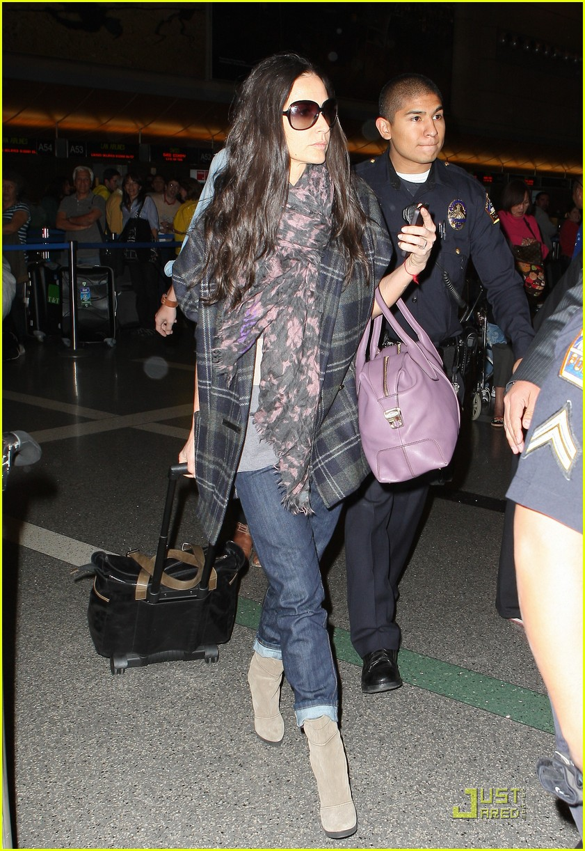 demi moore ashton kutcher en route to brazil 142514566