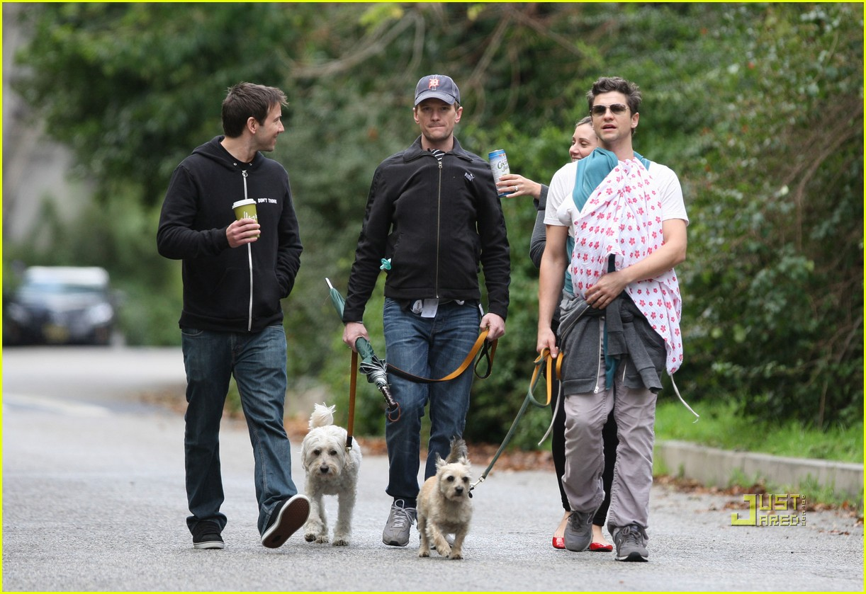 neil patrick harris david burtka walk twins 04