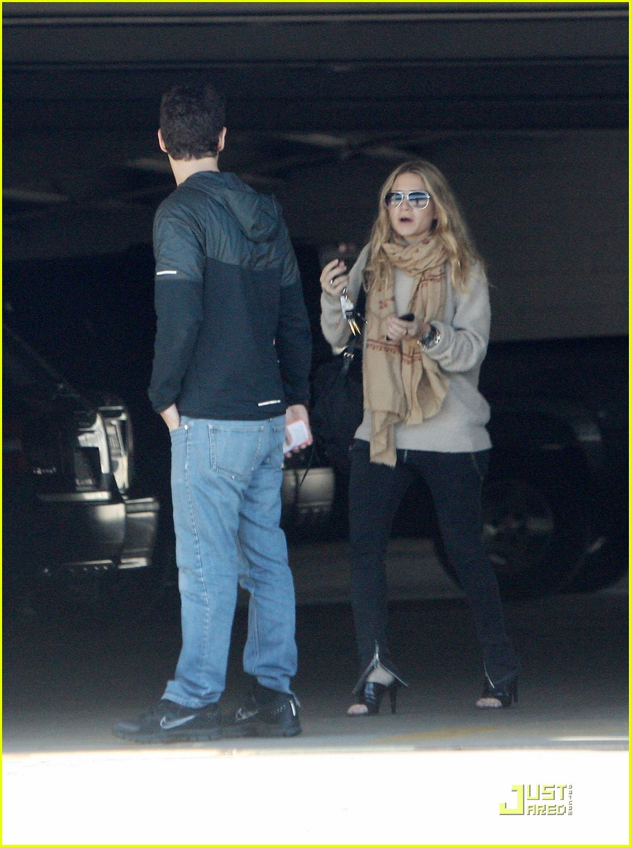 Ashley Olsen Justin Bartha Go Shopping 052508207