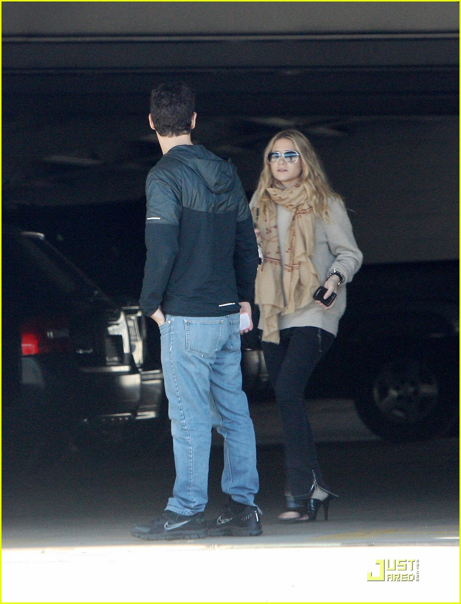 Ashley Olsen Justin Bartha Go Shopping 062508208