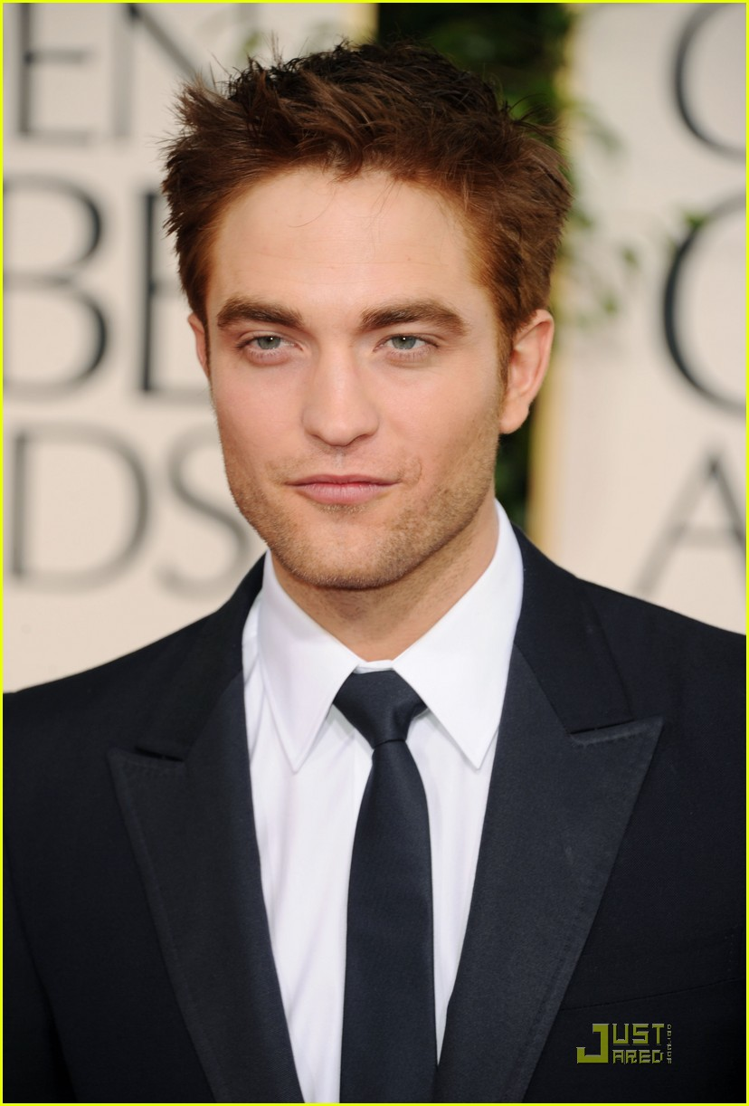 robert pattinson golden globes 2011 01