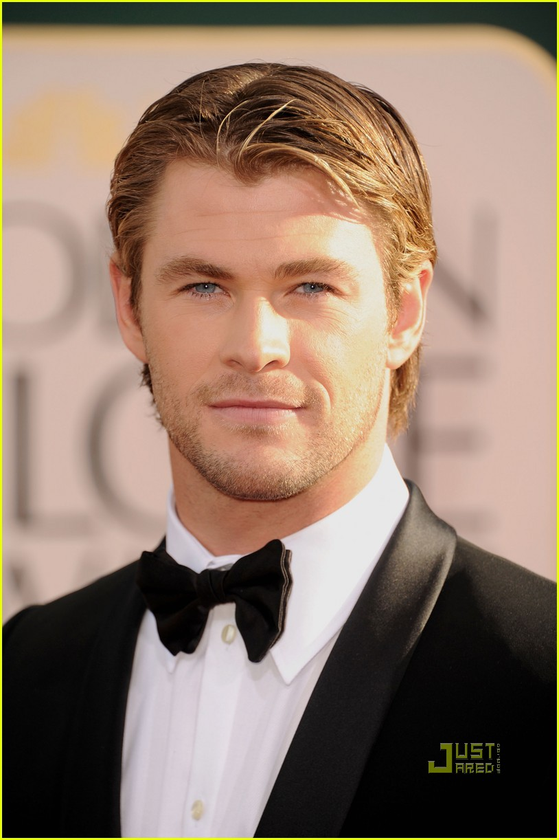 alex pettyfer chris hemsworth 2011 golden globes red carpet 11