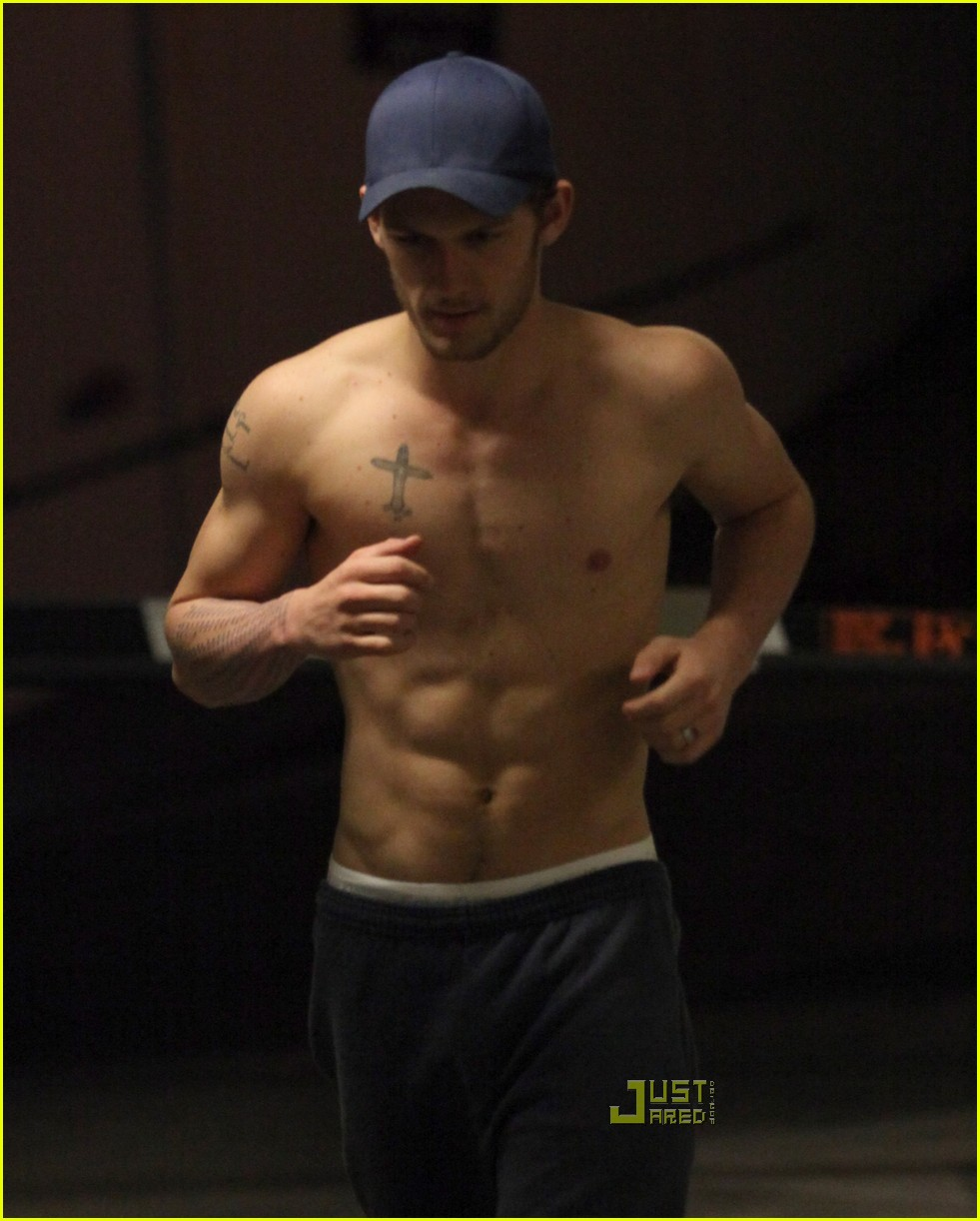 alex pettyfer shirtless run 012513544