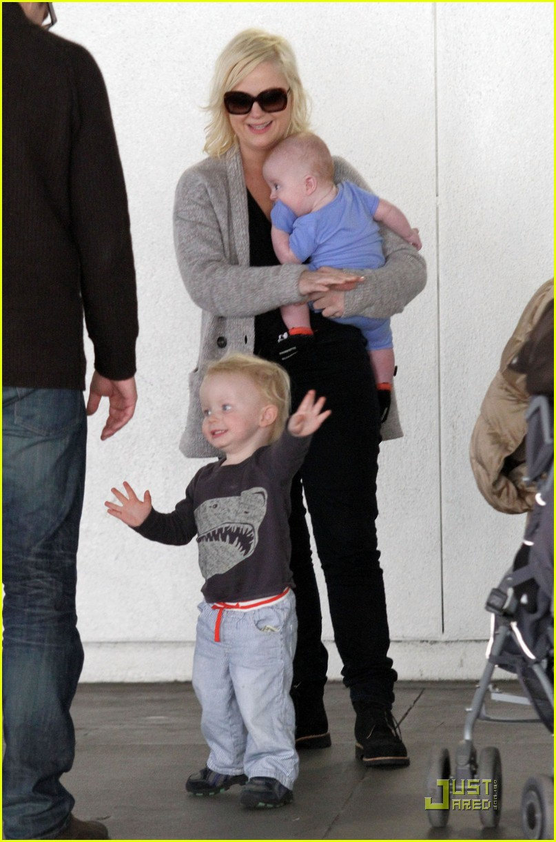 amy poehler will arnett arrive lax sons 02