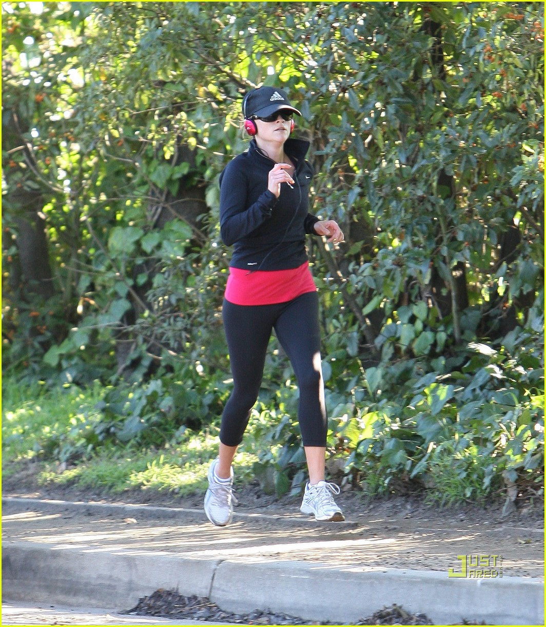 reese witherspoon jog adidas cap 012508114