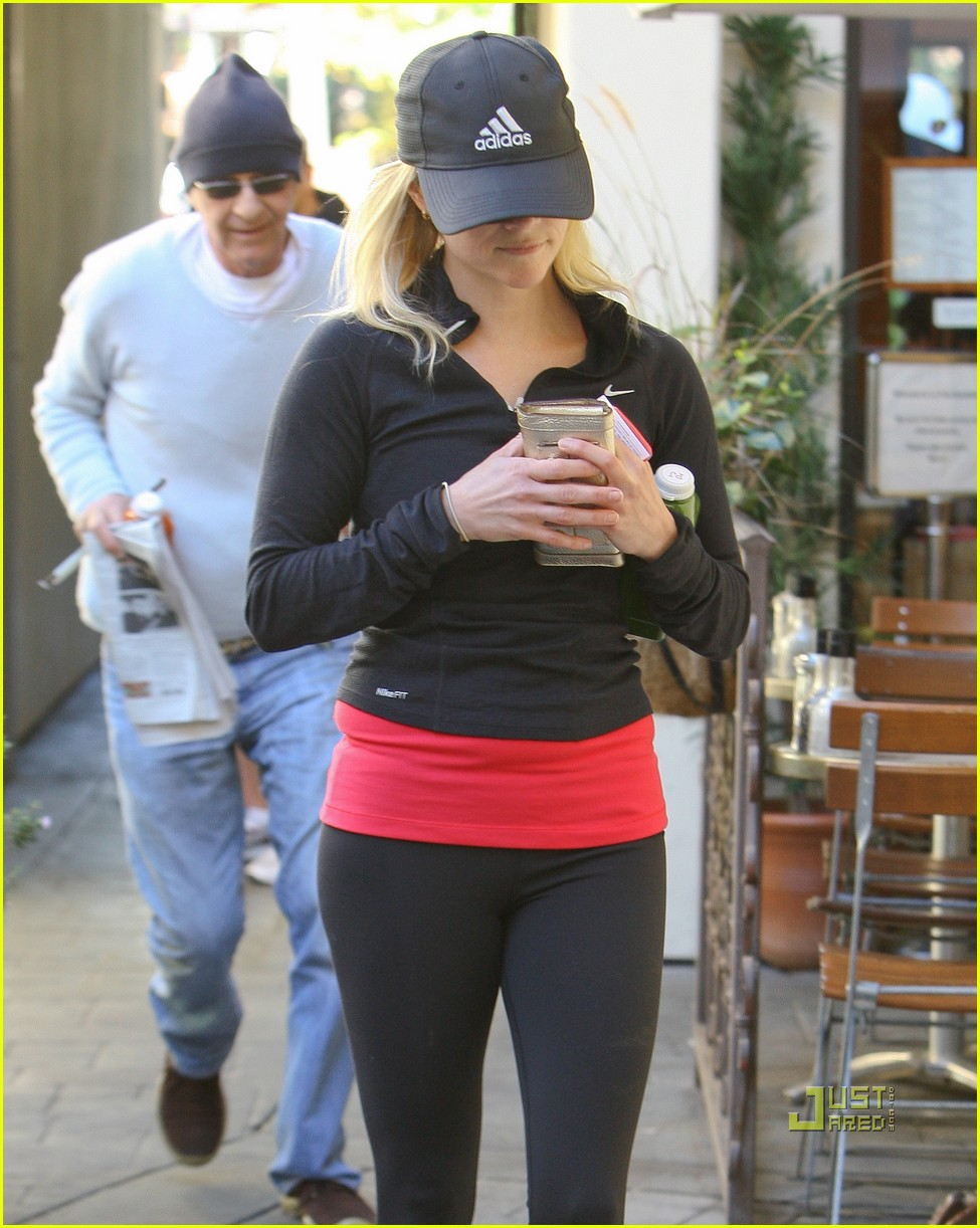 reese witherspoon jog adidas cap 10