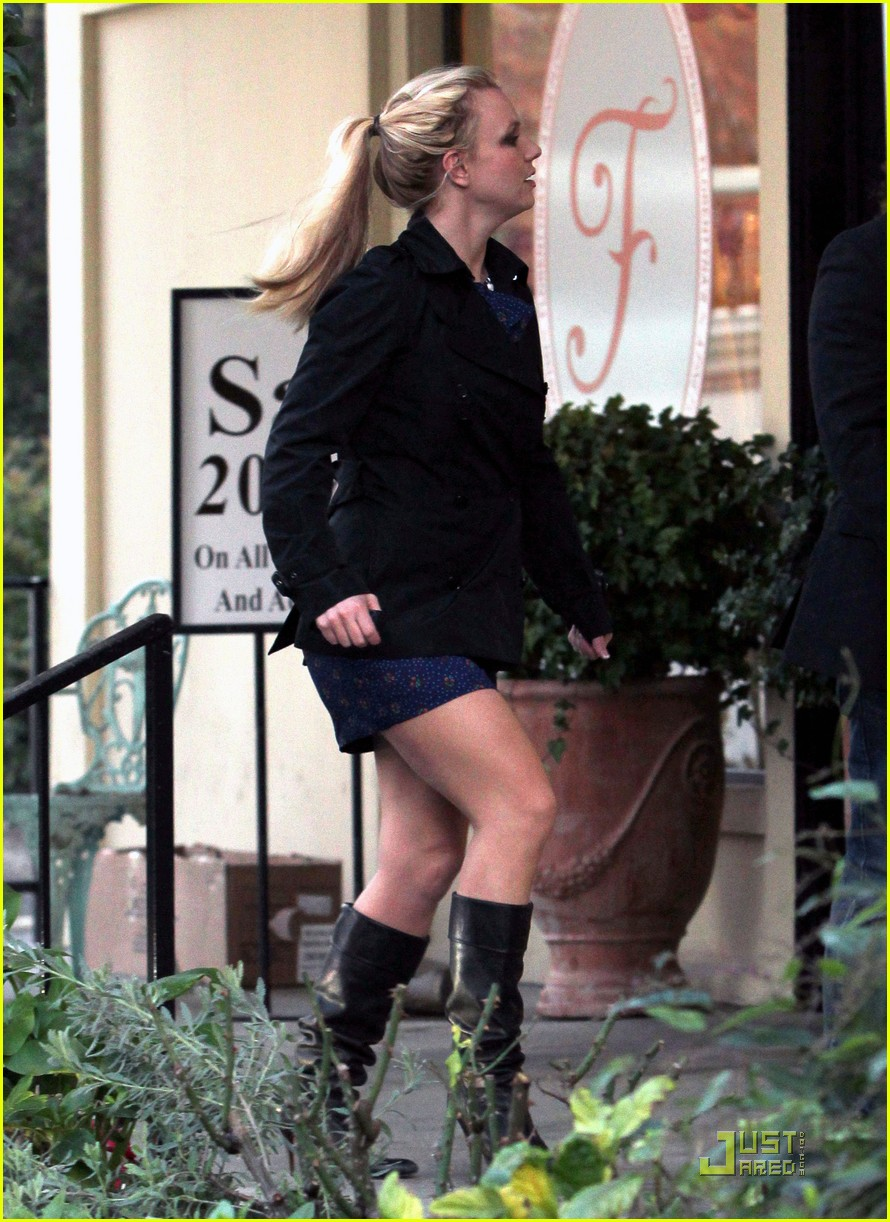 britney spears studio and salon day 092509133