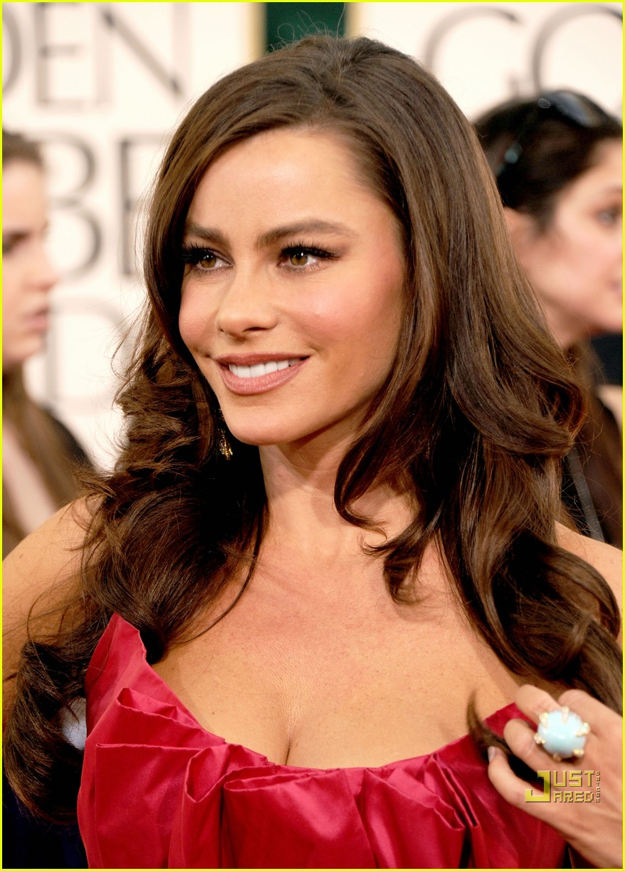 sofia vergara julia bowen golden globes red carpet 2011 10