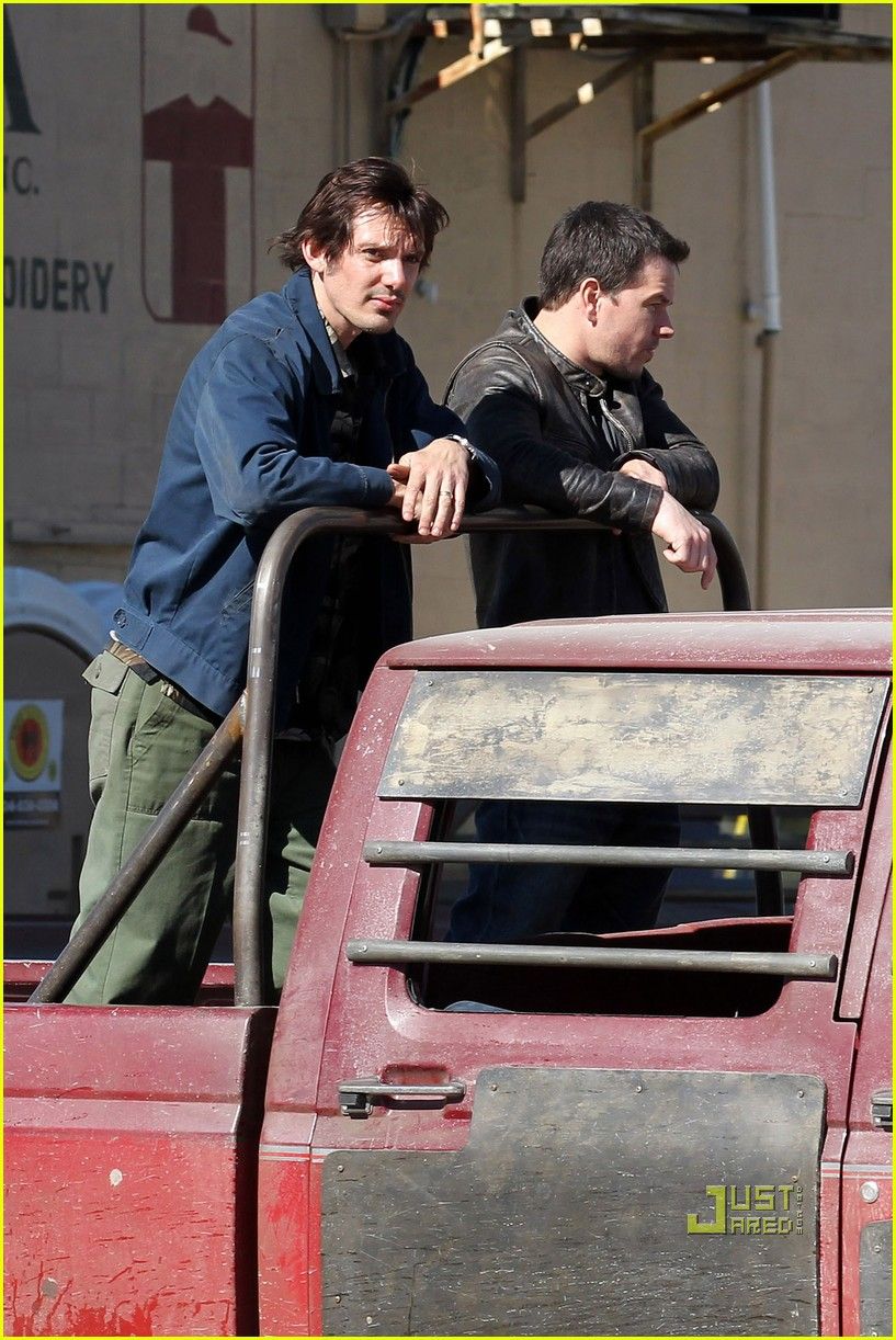 mark wahlberg lukas haas contraband set 04