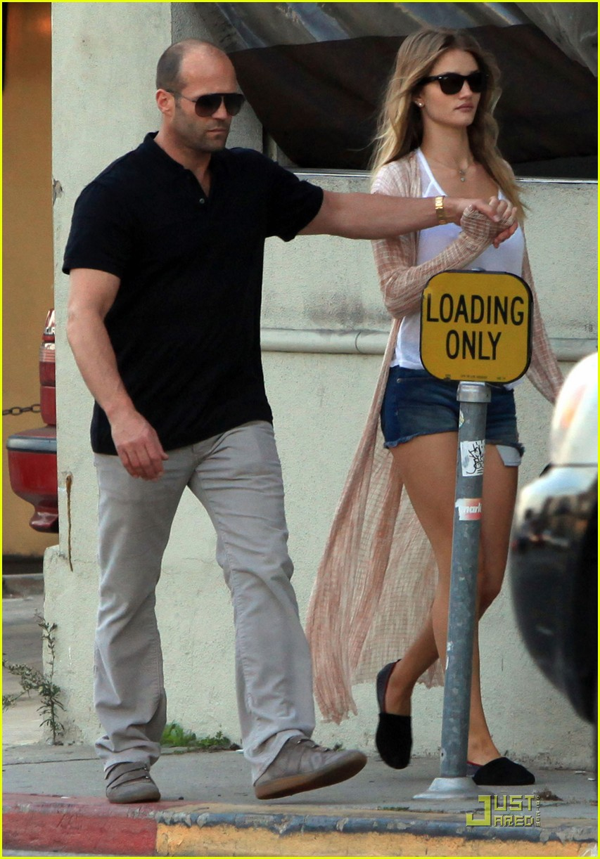 rosie huntington whiteley jason statham spanish kitchen lovers 032515205