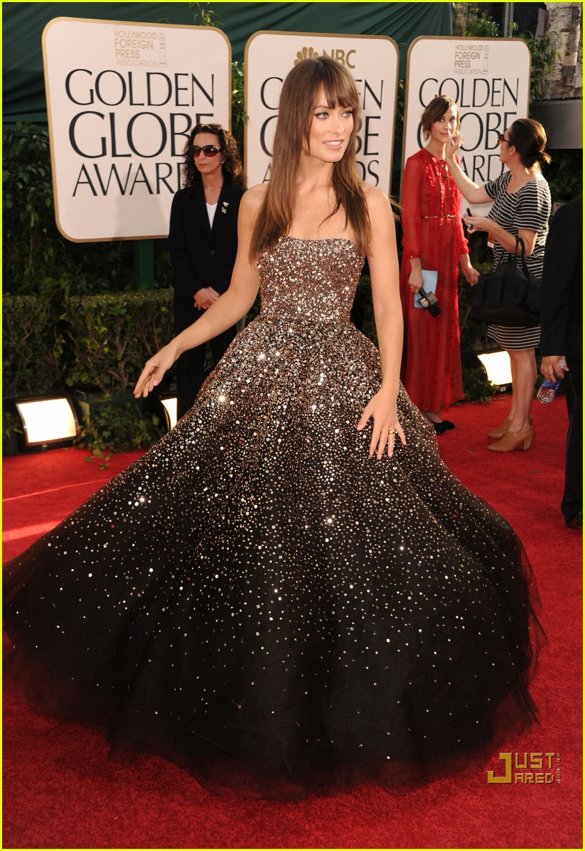 olivia wilde golden globes red carpet 2011 08