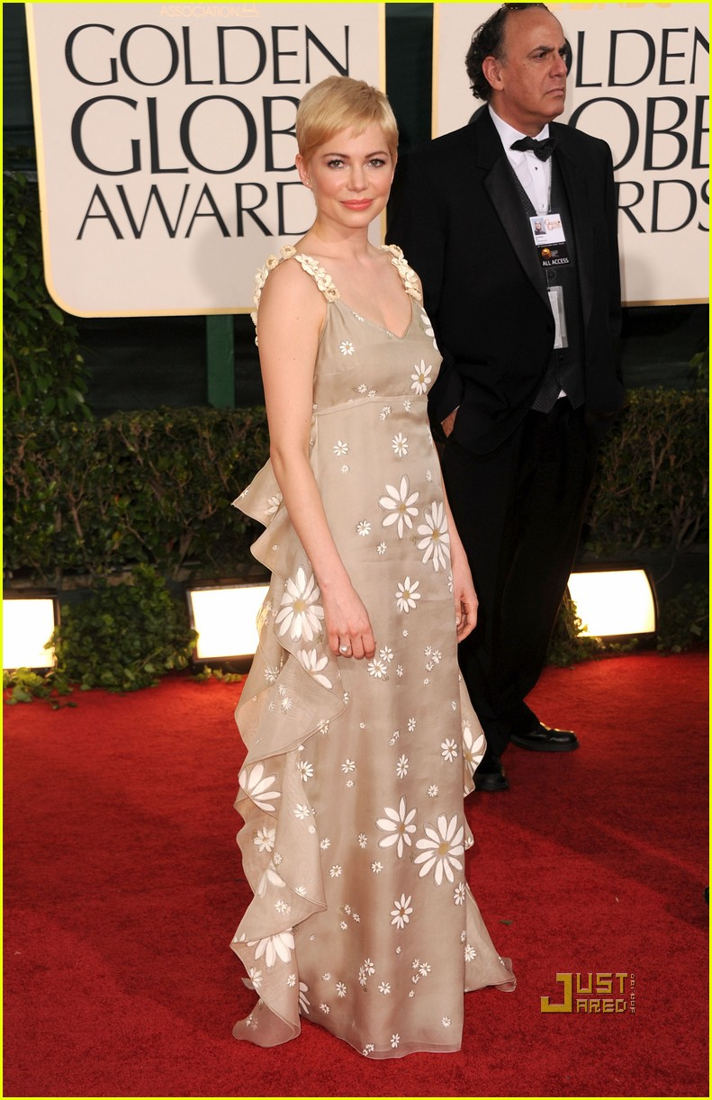 michelle williams 2011 golden globes red carpet 05