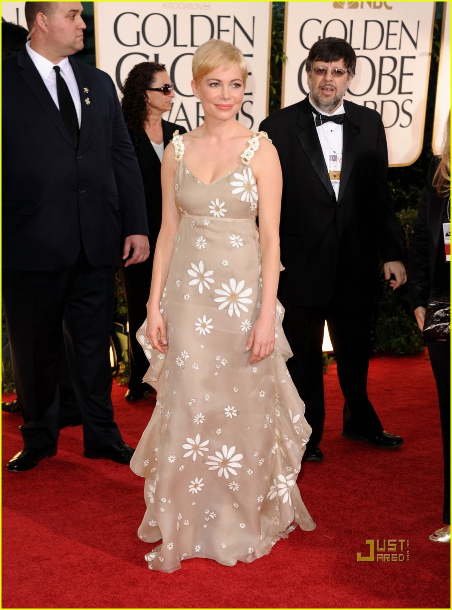 michelle williams 2011 golden globes red carpet 10