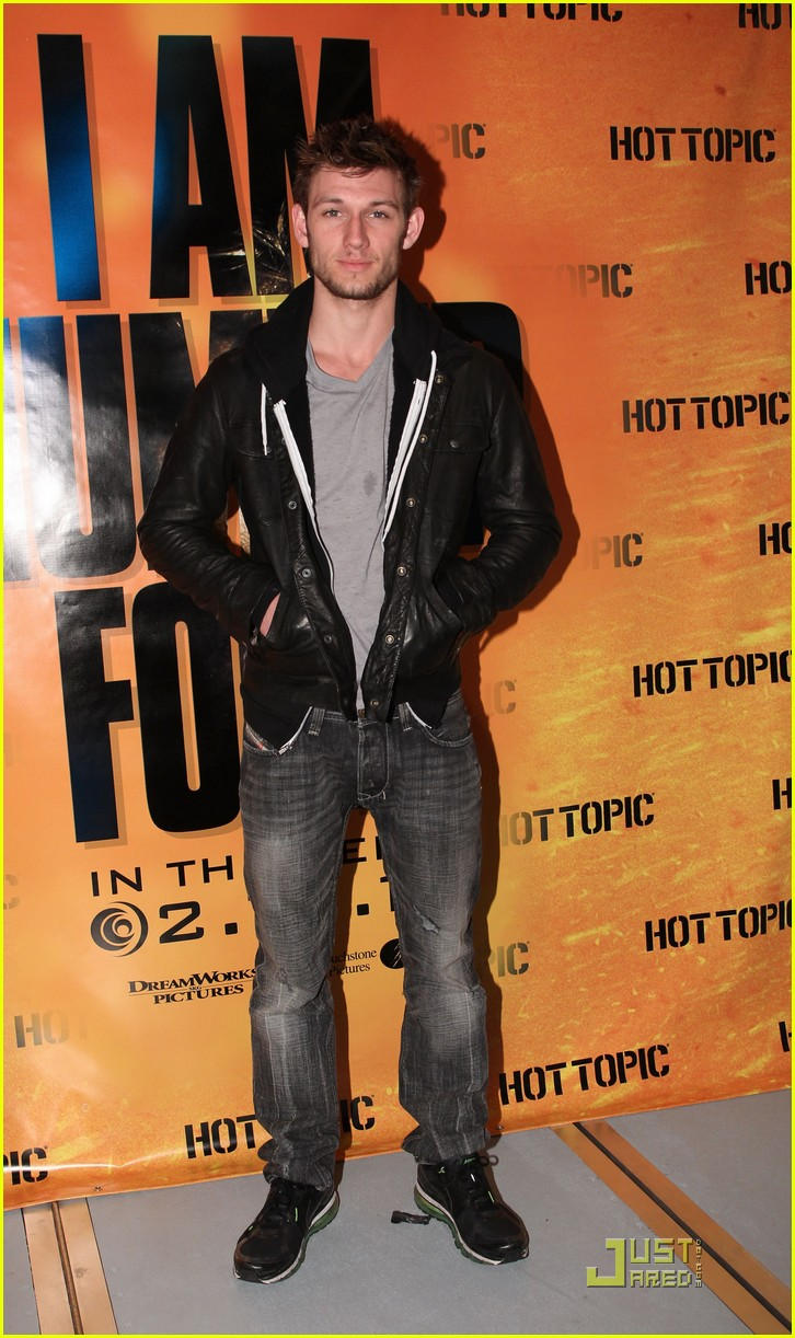 dianna agron alex pettyfer hot topic meet and greet 102518950