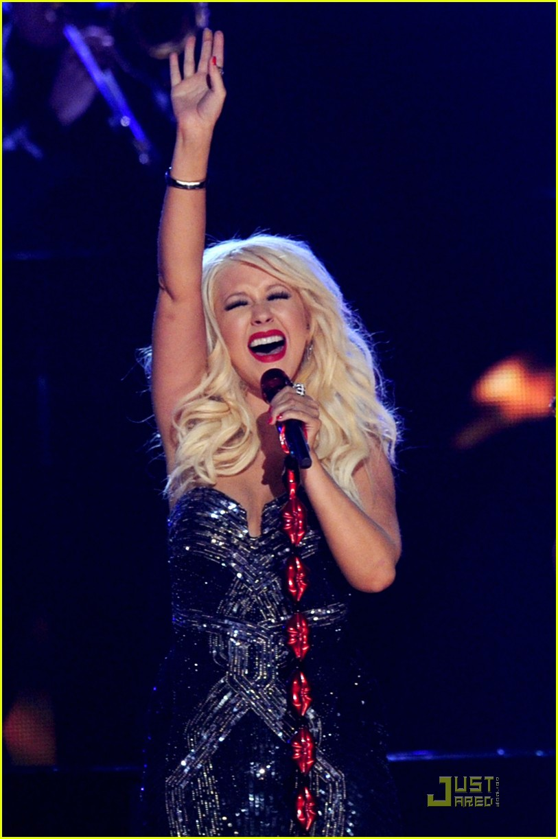 christina aguilera grammys performance 2011 04