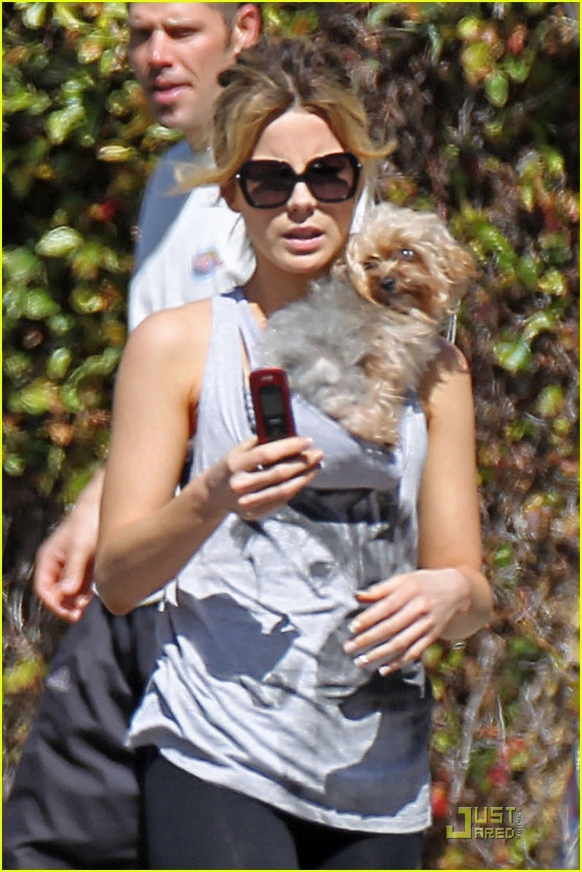 kate beckinsale sunday stroll len lily 02