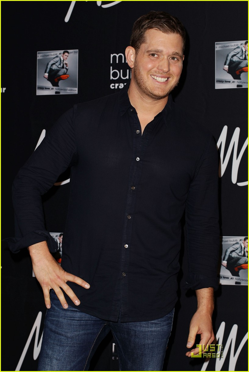 michael buble brings crazy love down under 01