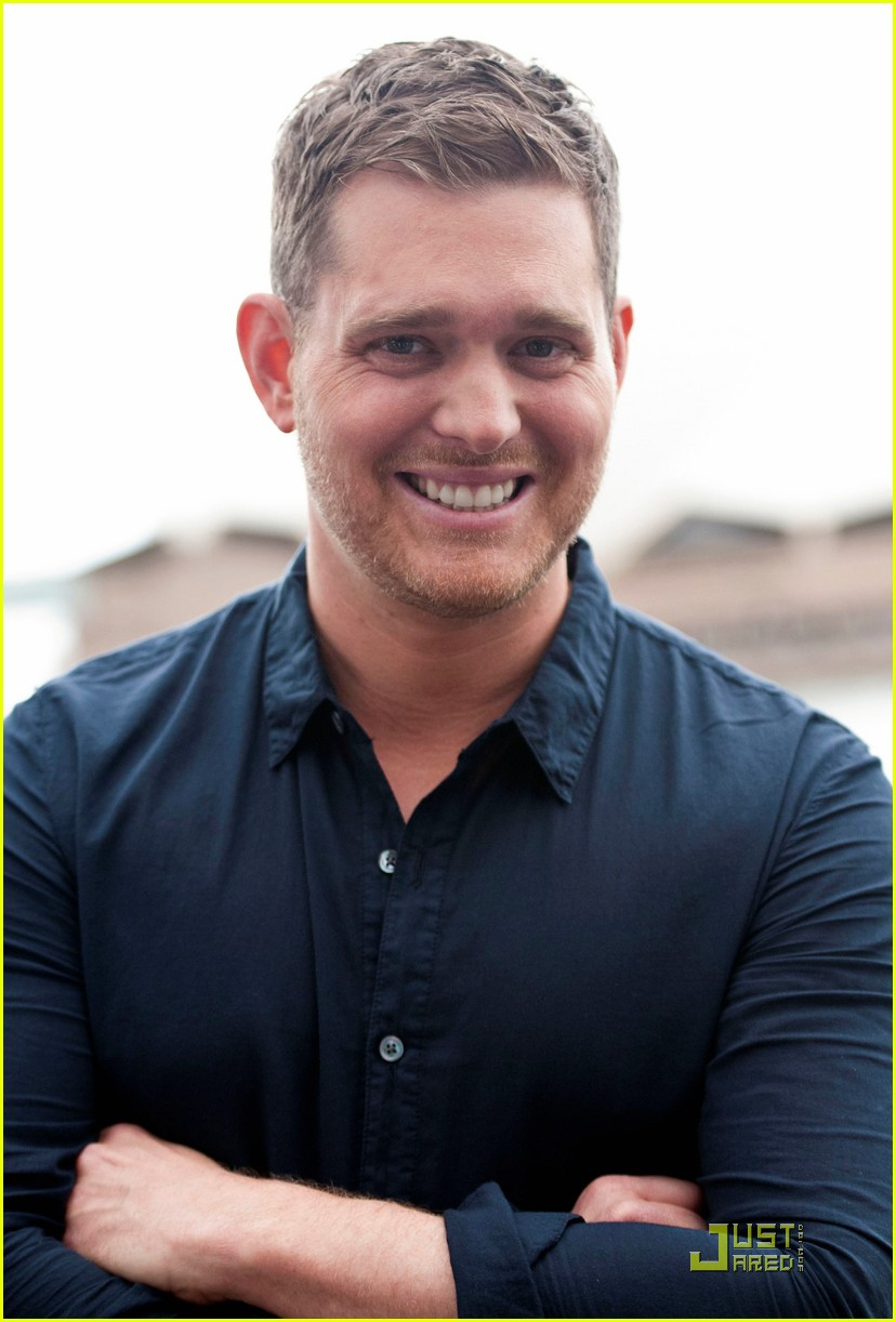 michael buble brings crazy love down under 032518345