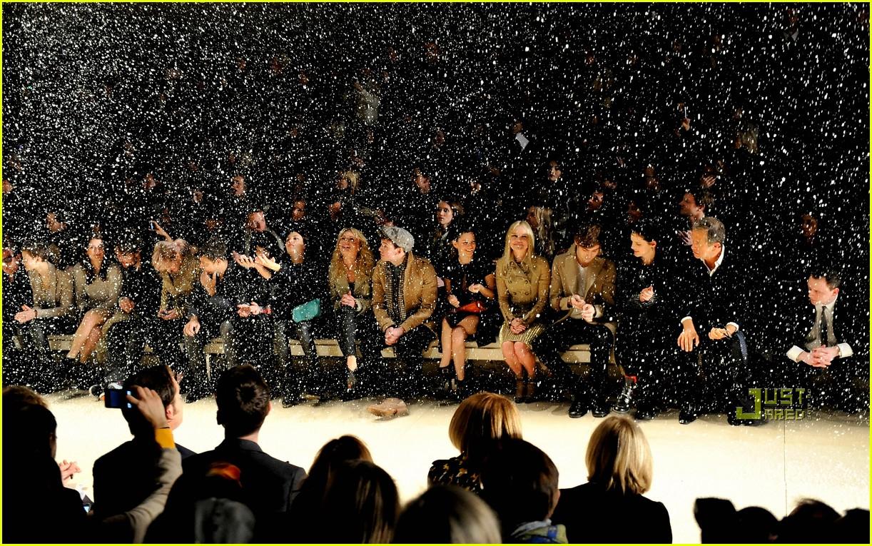 rachel bilson burberry fashion week 06