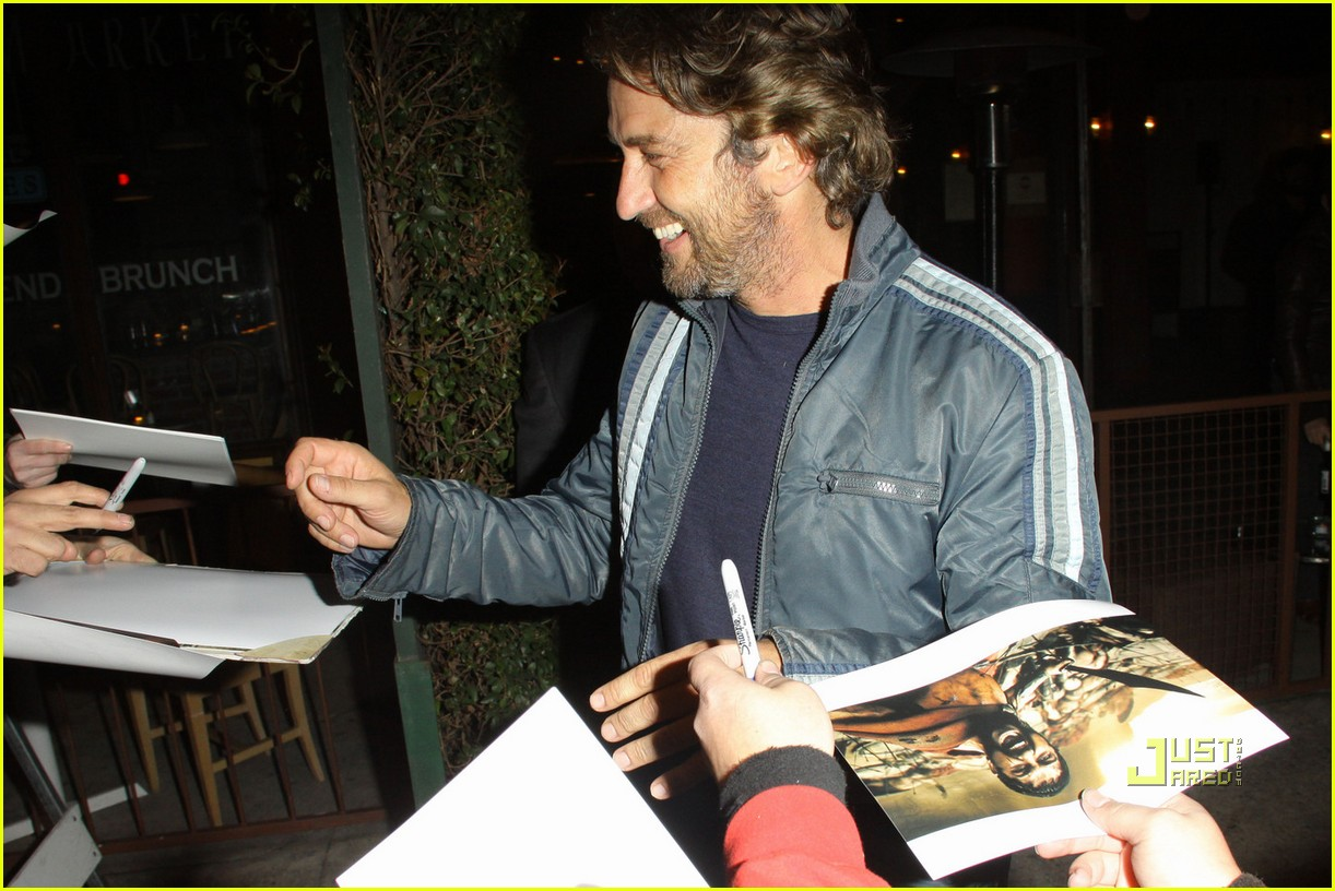gerard butler vanity fair campaign hollywood 06