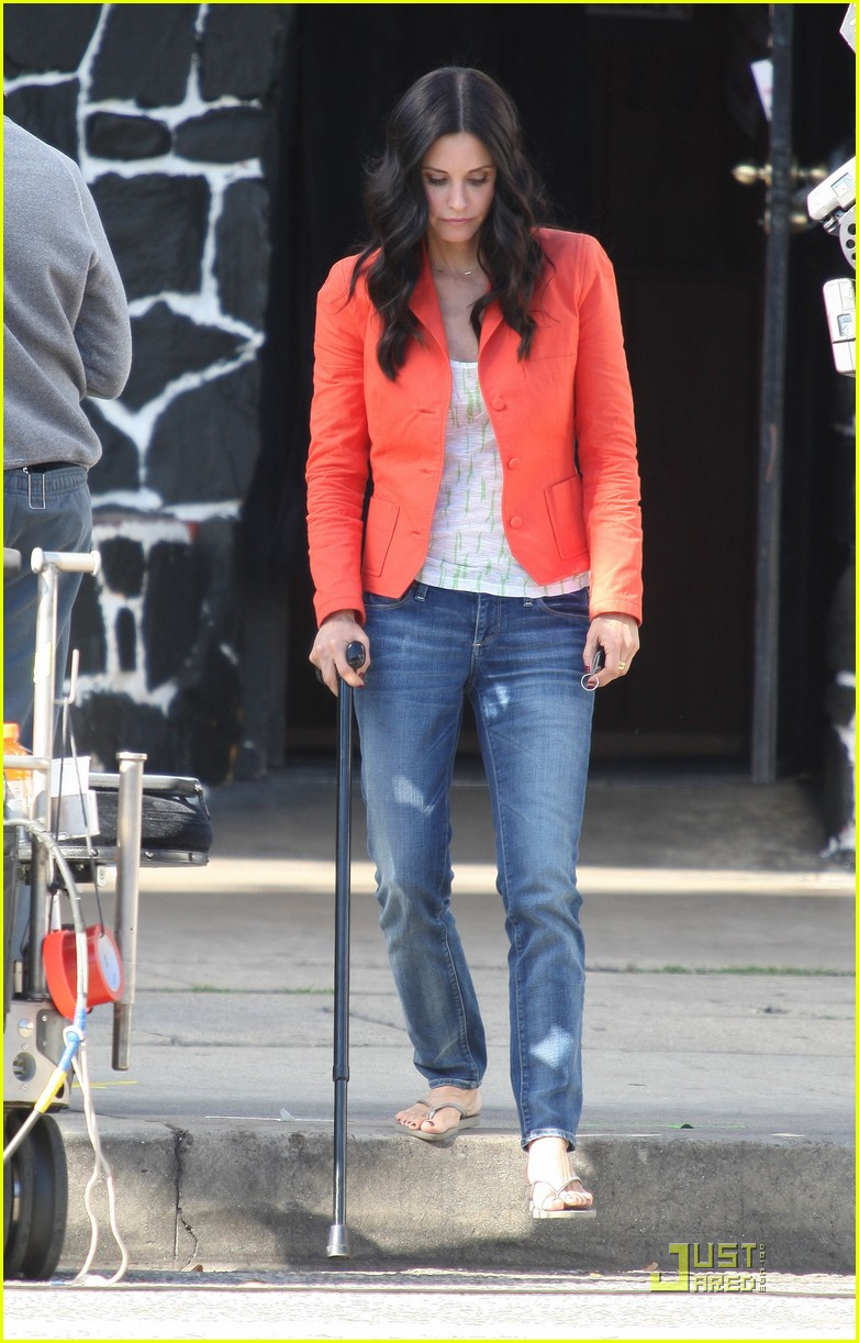 courteney cox cougar with a cane 02