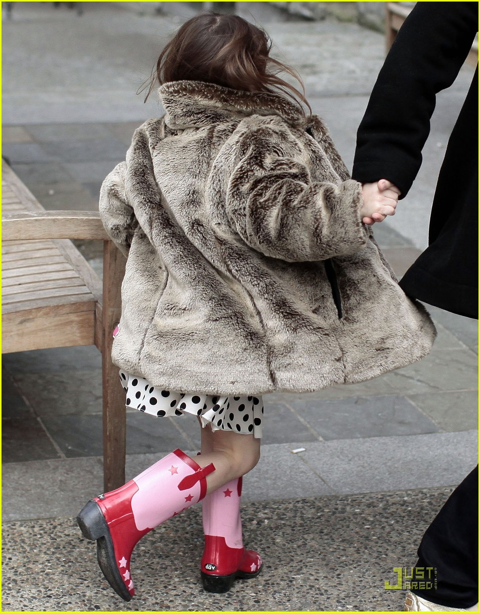 suri cruise hot cocoa cowgirl 03