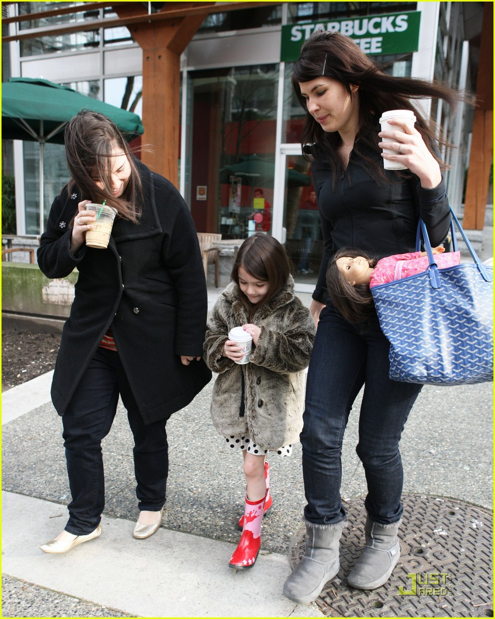 suri cruise hot cocoa cowgirl 04