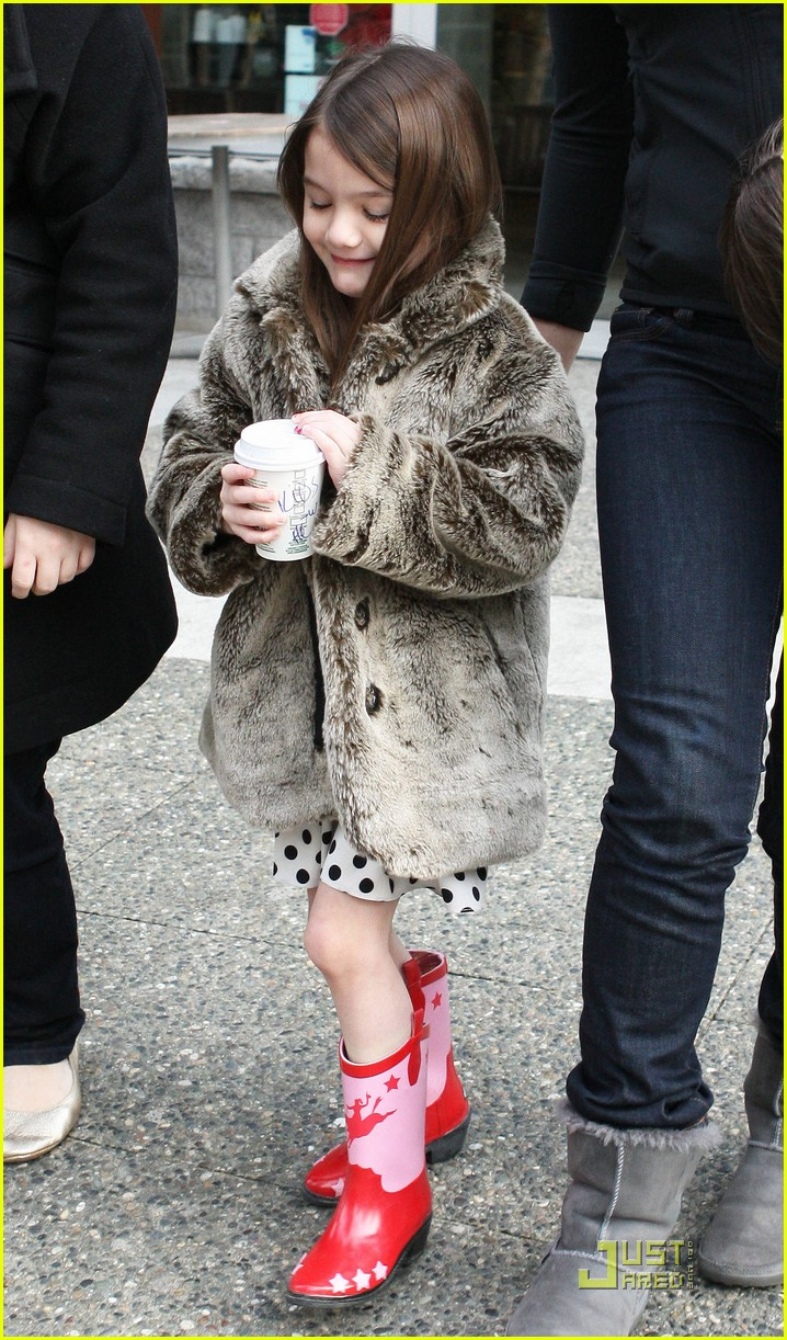 suri cruise hot cocoa cowgirl 10