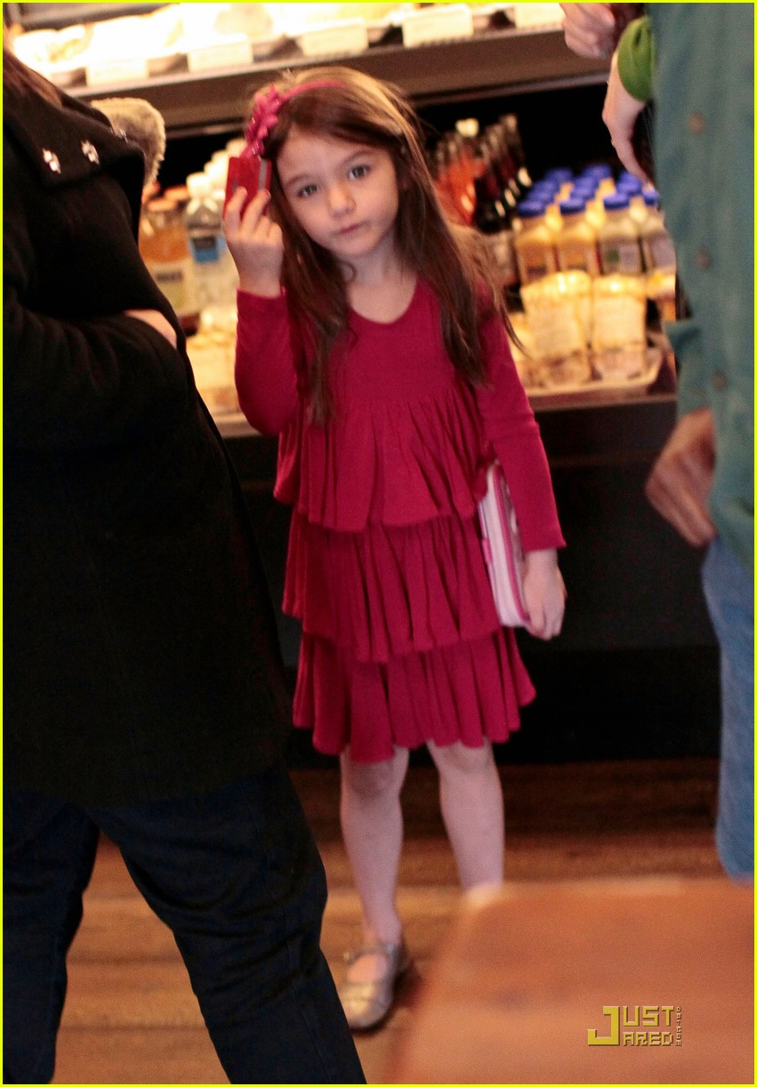 suri cruise starbucks 04