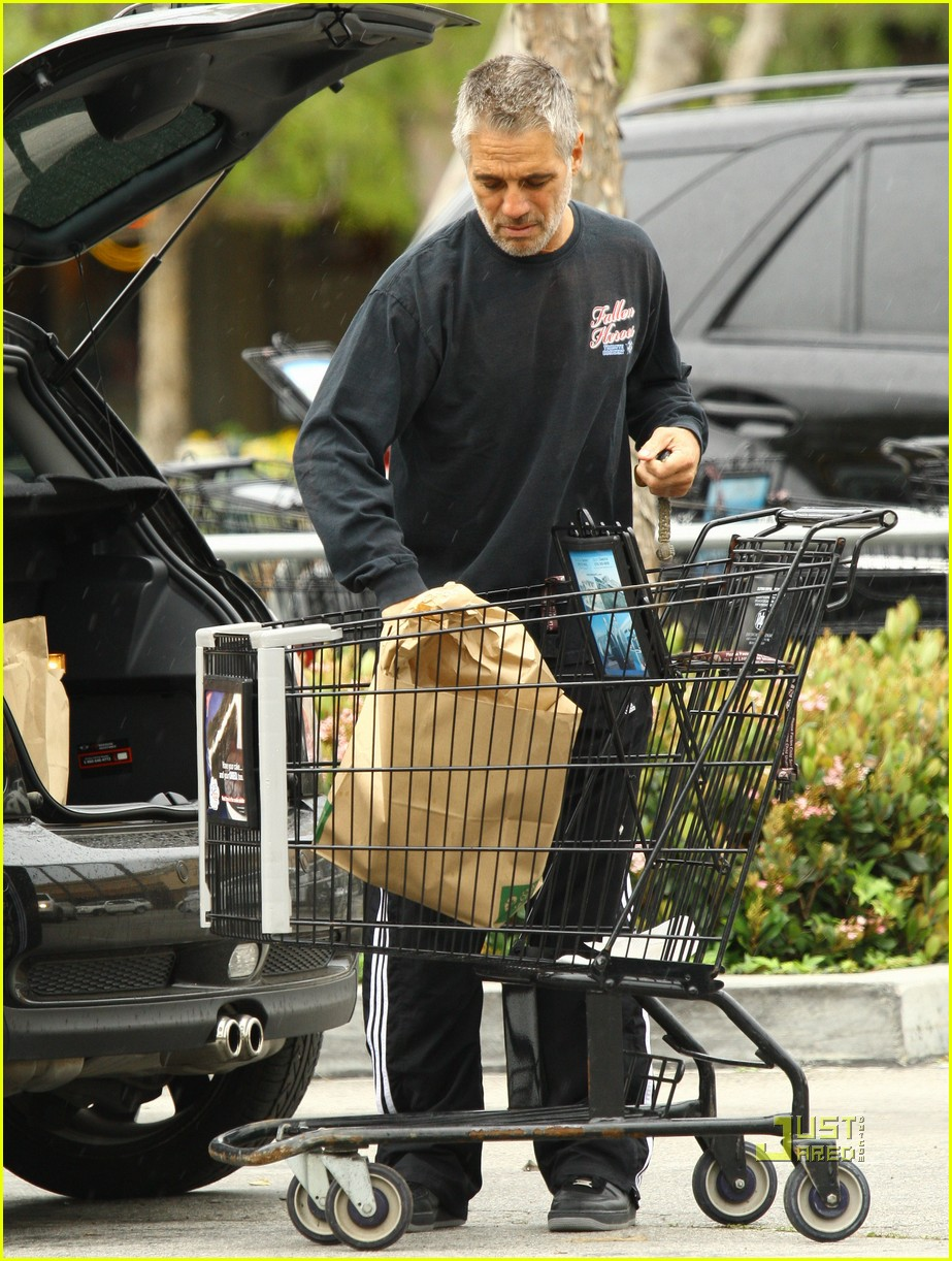 tony danza shirtless malibu grocery shopping 08