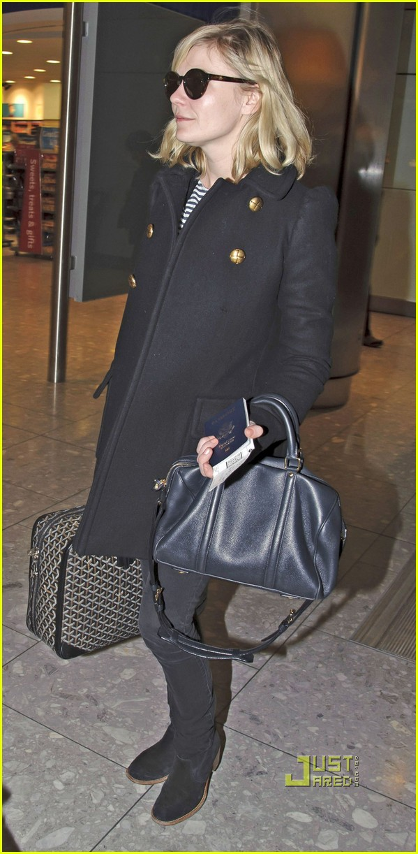 kirsten dunst jason boesel heathrow 02